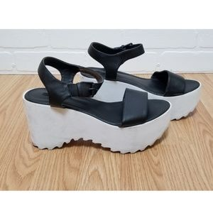 Forever 21 Black and white Sandal Wedge size 8